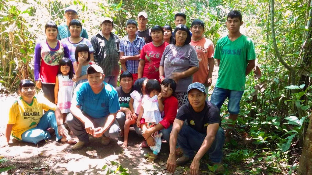 Community members from the Surui village of Aldeia Linha 9. (Photo by Naraiamat Surui)